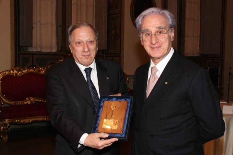 """Consegnata al Prefetto Padoin la """"Chiave dell'Amicizia"""" 2011"""