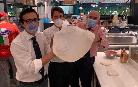 Pizze con la cravatta celebra l'eccellenza italiana